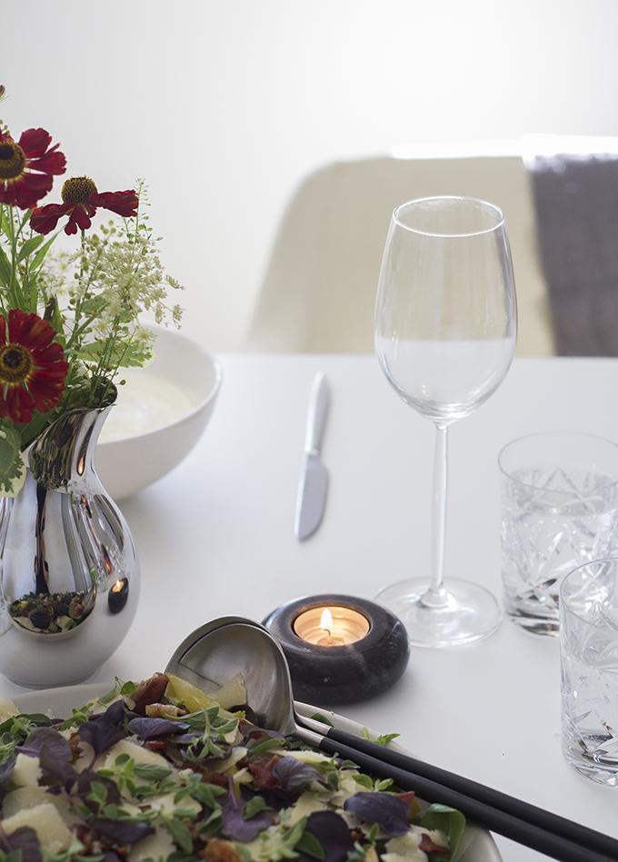 Ikea Sittning tuikkukipot salaattiottimet Sinnerlig tarjoiluvati Georg Jensen Mama-vaasi Balmuir lautasliinat  Syksyinen kattaus
