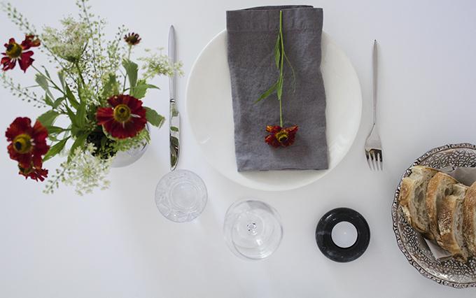 Ikea Sittning tuikkukipot Georg Jensen Mama-vaasi Balmuir lautasliinat  Syksyinen kattaus