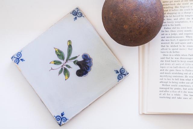 Delft laatta Coffee Table Diary