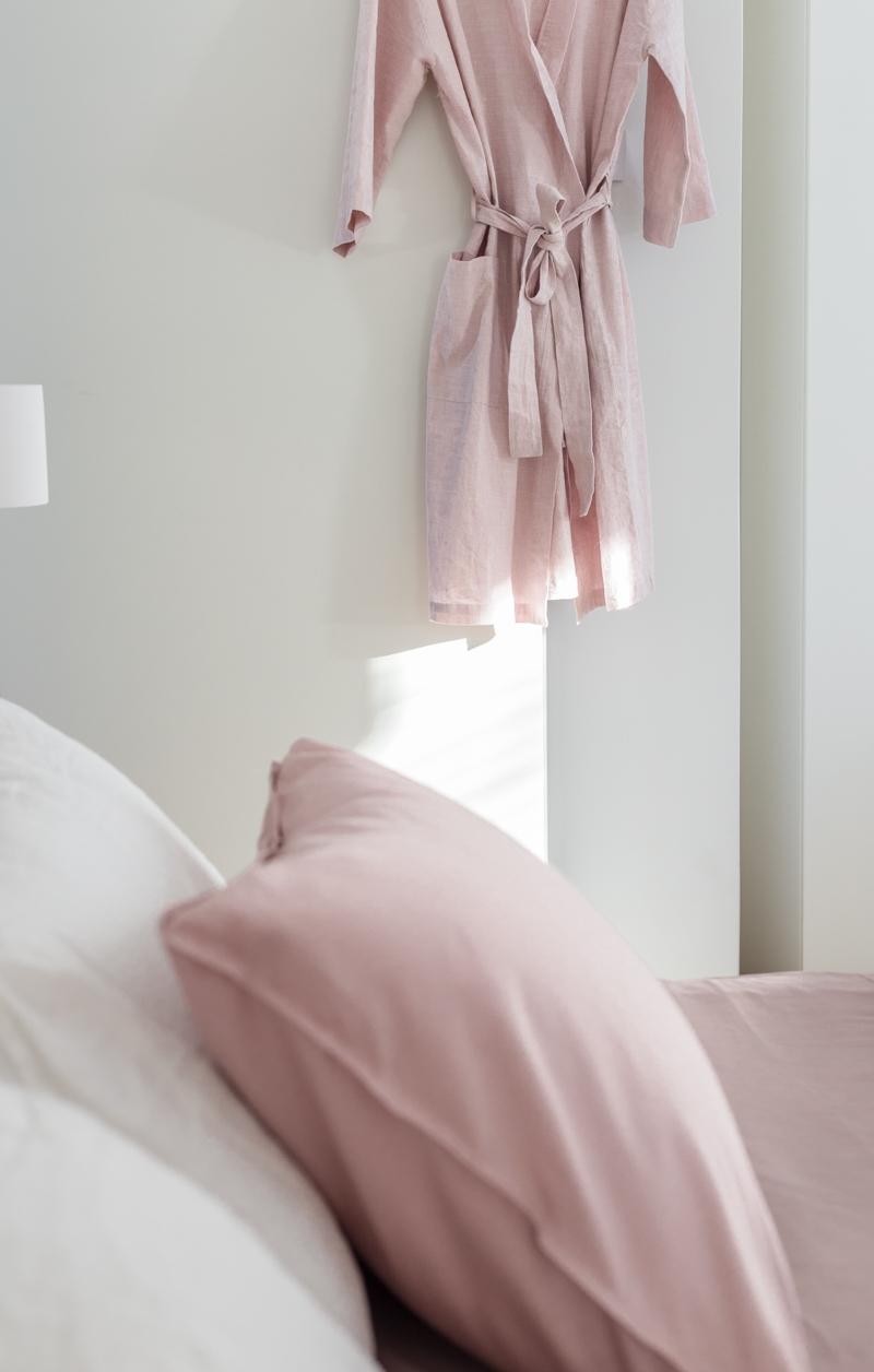 vaaleanpunainen sisustustrendit 2018 makuuhuone, vuodevaatteet, untuvapeitto valinta Hemtex Coffee Table Diary blogi