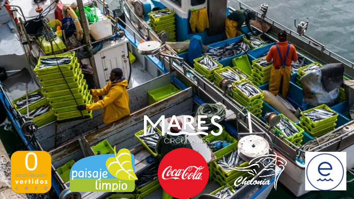 Los pescadores de Llanes se lanzan a la pesca de residuos de la mano de Coca Cola