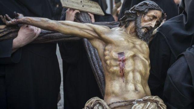 El Arciprestazgo de San Fernando rechaza la propuesta del Consejo para recrear la Pasión con altares