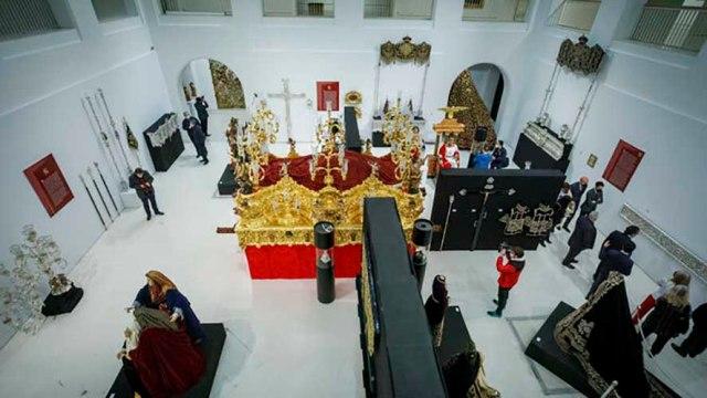 La Semana Santa de Cádiz en cien piezas