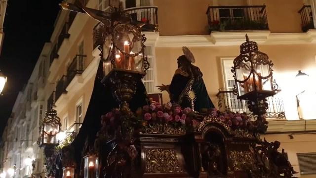 Santísimo Cristo de la Piedad por la C/San Francisco en la Semana Santa de Cádiz 2019