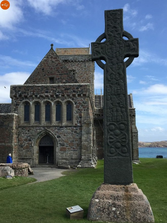 Similar combinations of decorative island motifs are found in the sculpture of the Iona and Eastern regions along the border between Scotland and England.