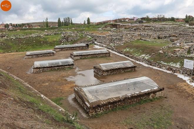 Royal_tombs,_Alaca_Höyük