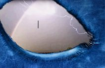 England, UFO opens a space-time gap after the manifestation of a lightning bolt