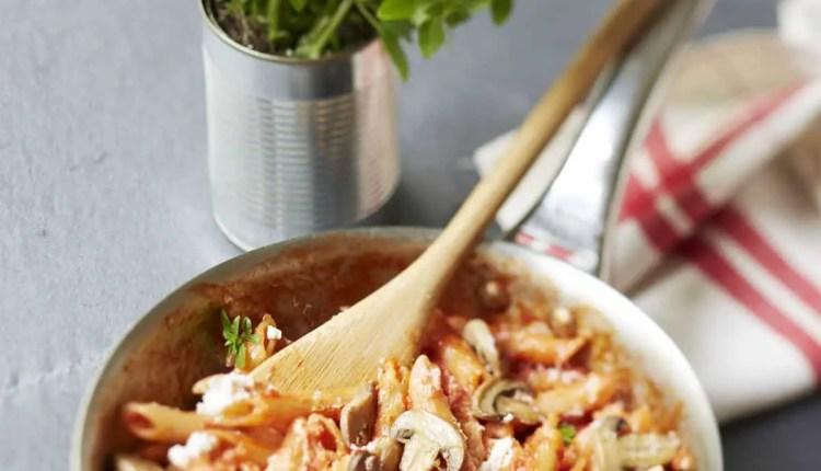 Penne-à-la-tomate-champignons-et-ricotta