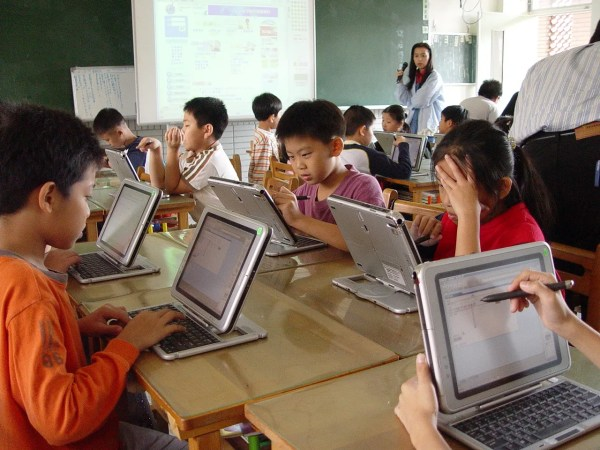 Technology in Education: Advantages and Disadvantages – COIPI