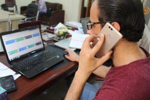 السيد مسؤول التعليم الالكتروني وعضو ارتباط مركز عمليات جامعة كربلاء الاستاذ م.م.محمد صادق الحسيني في جولة تفقدية على اللجان الامتحانية في الكلية