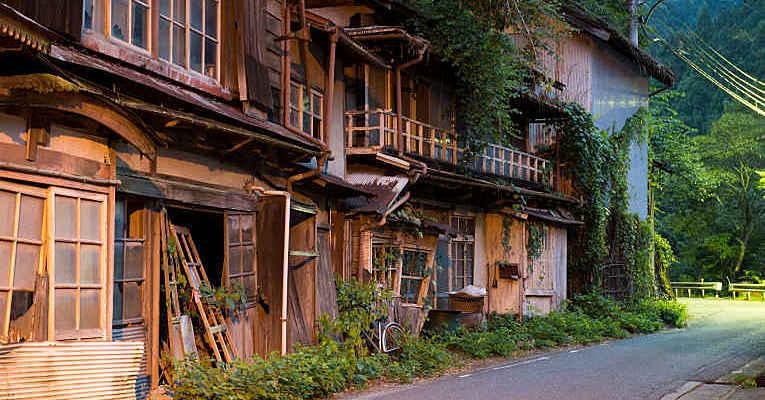 Vilas do Japão quase sem moradores