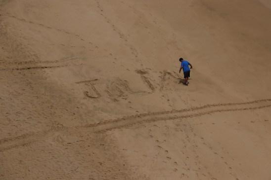 Papai escrevendo meu nome areia