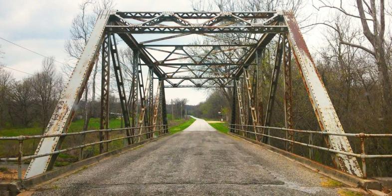 Johnson Creek Bridge, em Spencer, MO, ponte de 1923 que precede a Rota 66