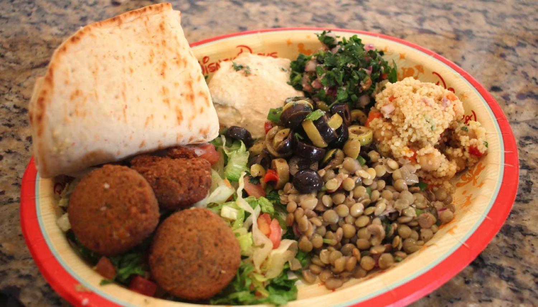 Lentilha, salada, homus, tabule, cuscus, falafel e pão sírio. Vegetarianos não passam fome no Epcot