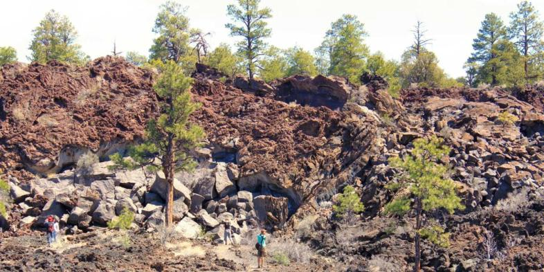 Uma das trilhas do Sunset Crater National Monument, próximo a Flagstaff no Arizona