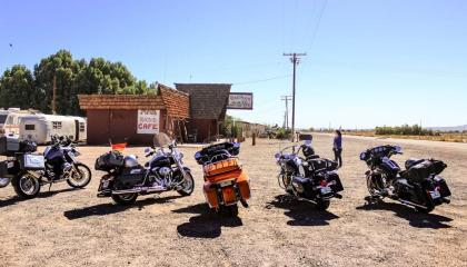 O Bagdad Cafe é frequente ponto de encontro de quem faz a Rota 66 de moto
