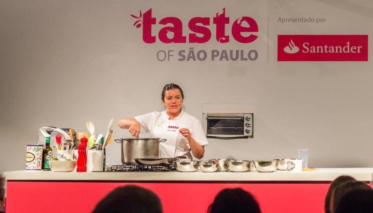 Agenda cultural SP Agosto 2018: Janaína Rueda em aula durante o Taste of São Paulo 2017