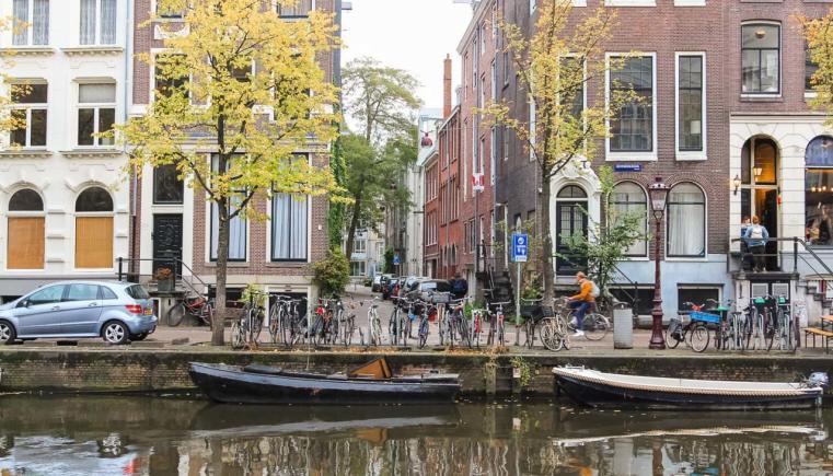 O que fazer em Amsterdam: os melhores passeios - Andar pela cidade à beira dos canais
