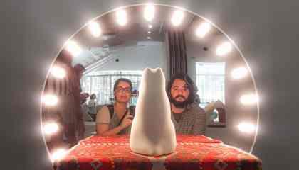 AgendaSP - Os Coisos conhecendo a exposição Architecture for Dogs na Japan House