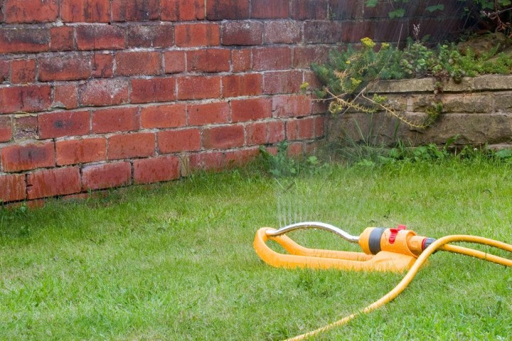 How to Maintain a Garden Hose