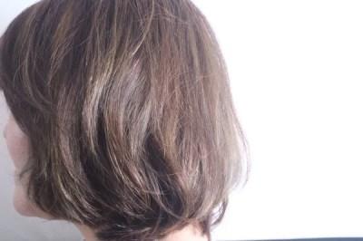 白髪を明るく染める方法