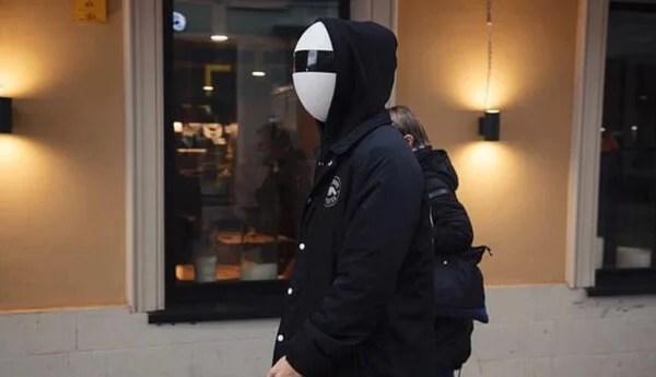 つけるのに勇気のいる凄いマスクがあった