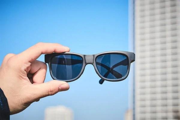 液晶レンズが自動で明るさの変わるサングラスが気になる