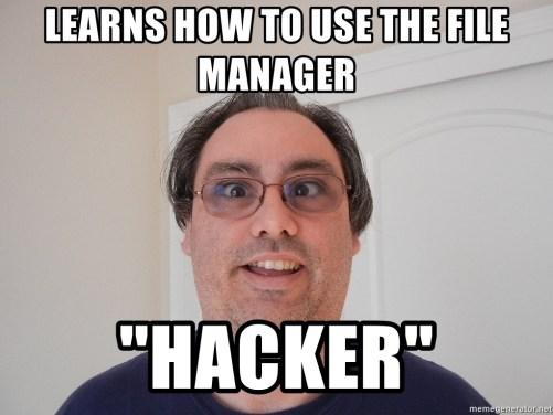"""Imágen de un hombre en primer plano, con anteojos y cara de tonto, con la siguiente leyenda impresa: Linea superior: Aprende como manejar el administrador de archivos. Linea inferior: """"HACKER"""""""
