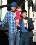 Hija de Ashton Kutcher y Mila Kunis habla tres idiomas