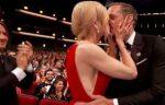 Nicole Kidman se besa con otro, delante de su marido