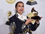 Aída Cuevas gana el Grammy en ceremonia previa