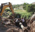 Repara Oomsapas fuga de agua potable que se presentó en el Acueducto I
