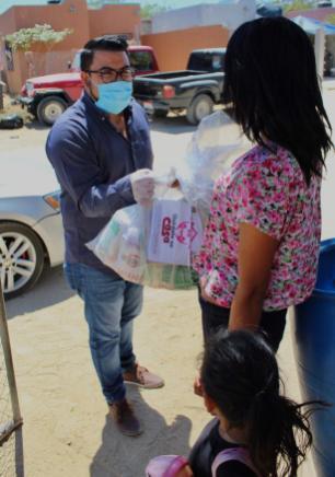04 Contribuyen regidores del Gobierno de Los Cabos en la entrega de apoyos a las familias vulnerables4