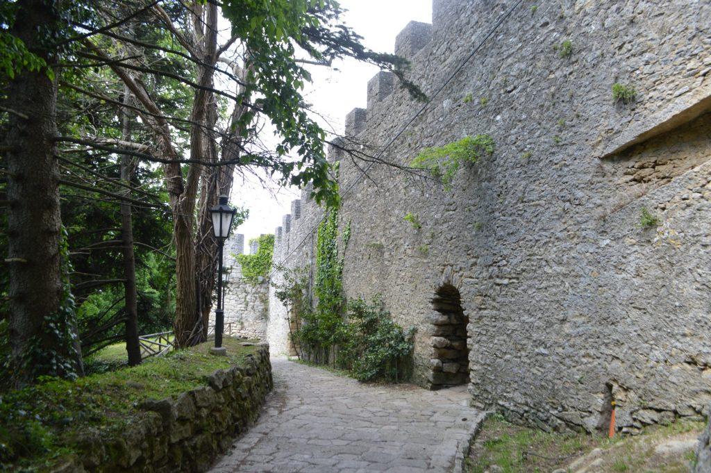 Camino de vuelta hacia el centro de San Marino