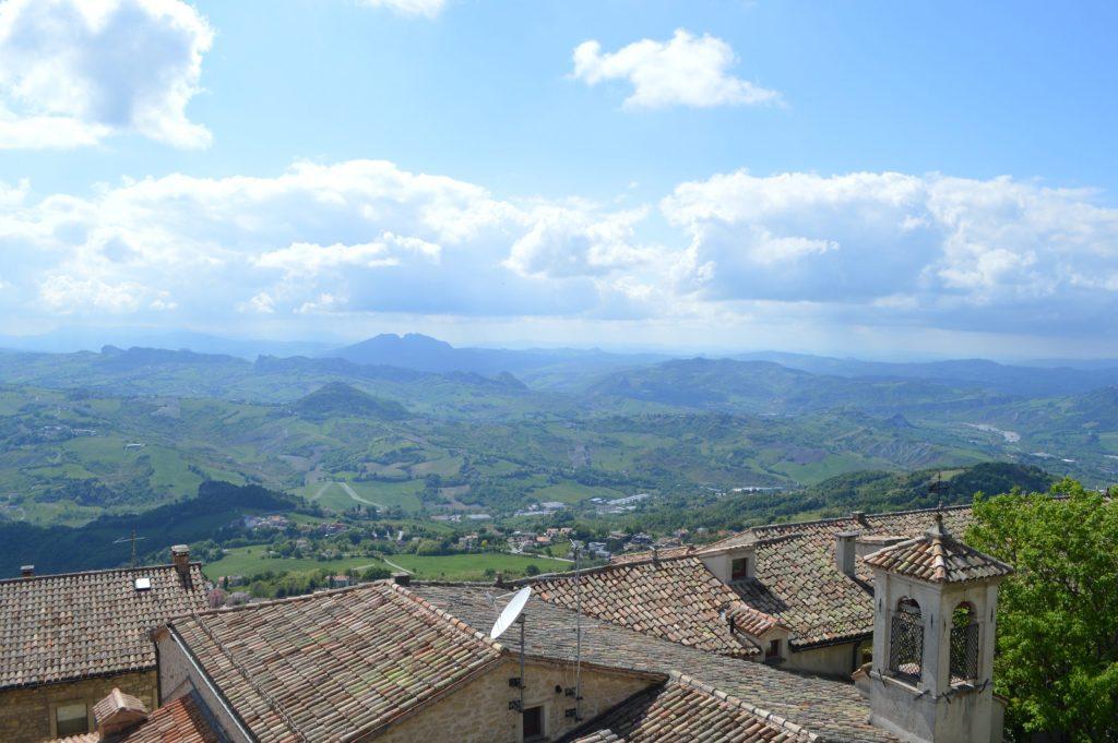 Vistas de San Marino desde Cava dei Balestrieri