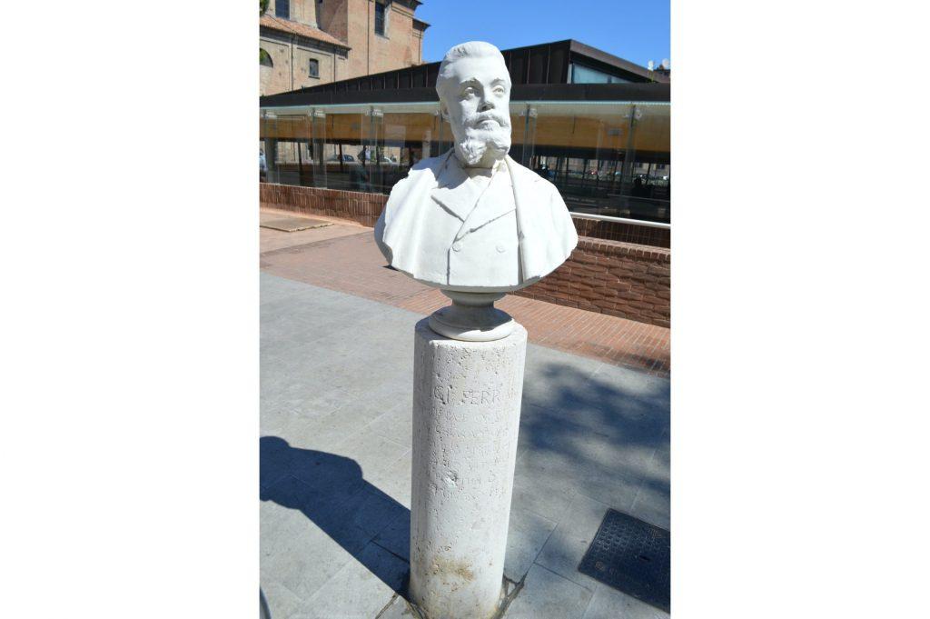 Busto de Luigi Ferrari