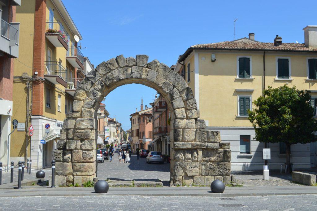Puerta Montanara