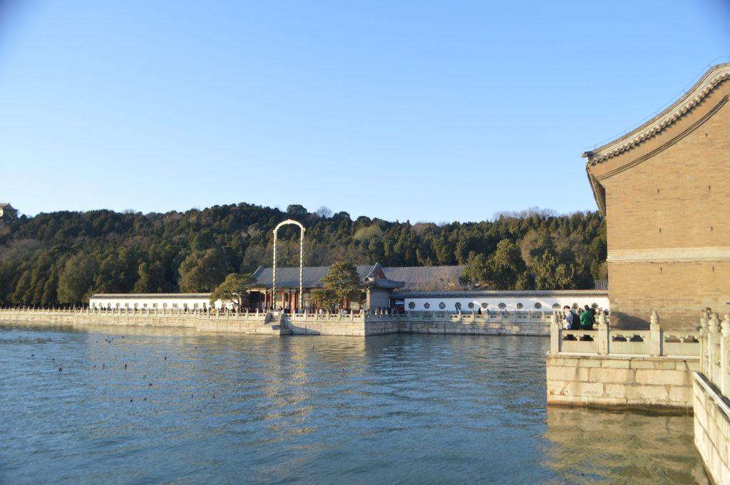 Vistas desde la orilla del lago Kunming