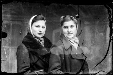 Două femei