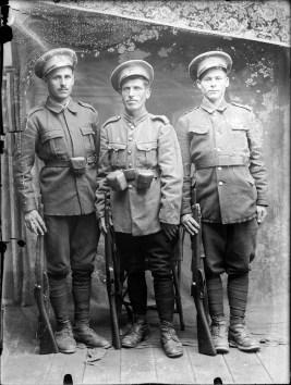 Trei militari