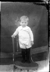 2 imagini: portrete. Comuna Perișoru, Ialomița. 25 martie 1933