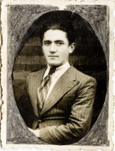 Bărbat Costică Acsinte din casele noastre Arhiva personală Axinte Constantin, Perieți