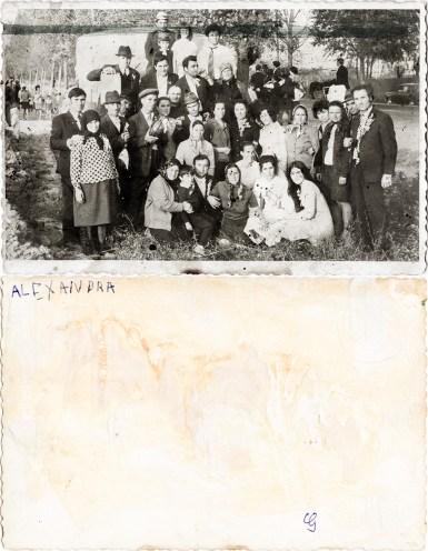 Grup. Alexandra Costică Acsinte din casele noastre Arhiva personală Maura Aron, Grivița