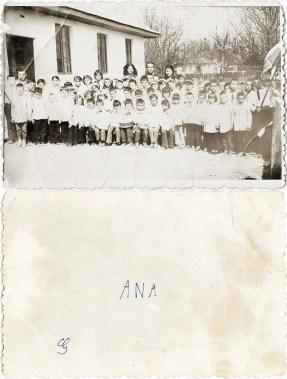Grup. Ana Costică Acsinte din casele noastre Arhiva personală Maura Aron, Grivița