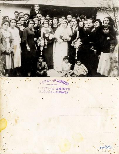 """Nuntași. Verso: Ștampilă violet """"Foto-Splendid Costică Axinte Slobozia-Ialomița"""""""