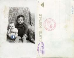 """Doi copii. Verso: Ștampilă violet """"Foto-Splendid Costică Axinte Slobozia-Ialomița"""""""