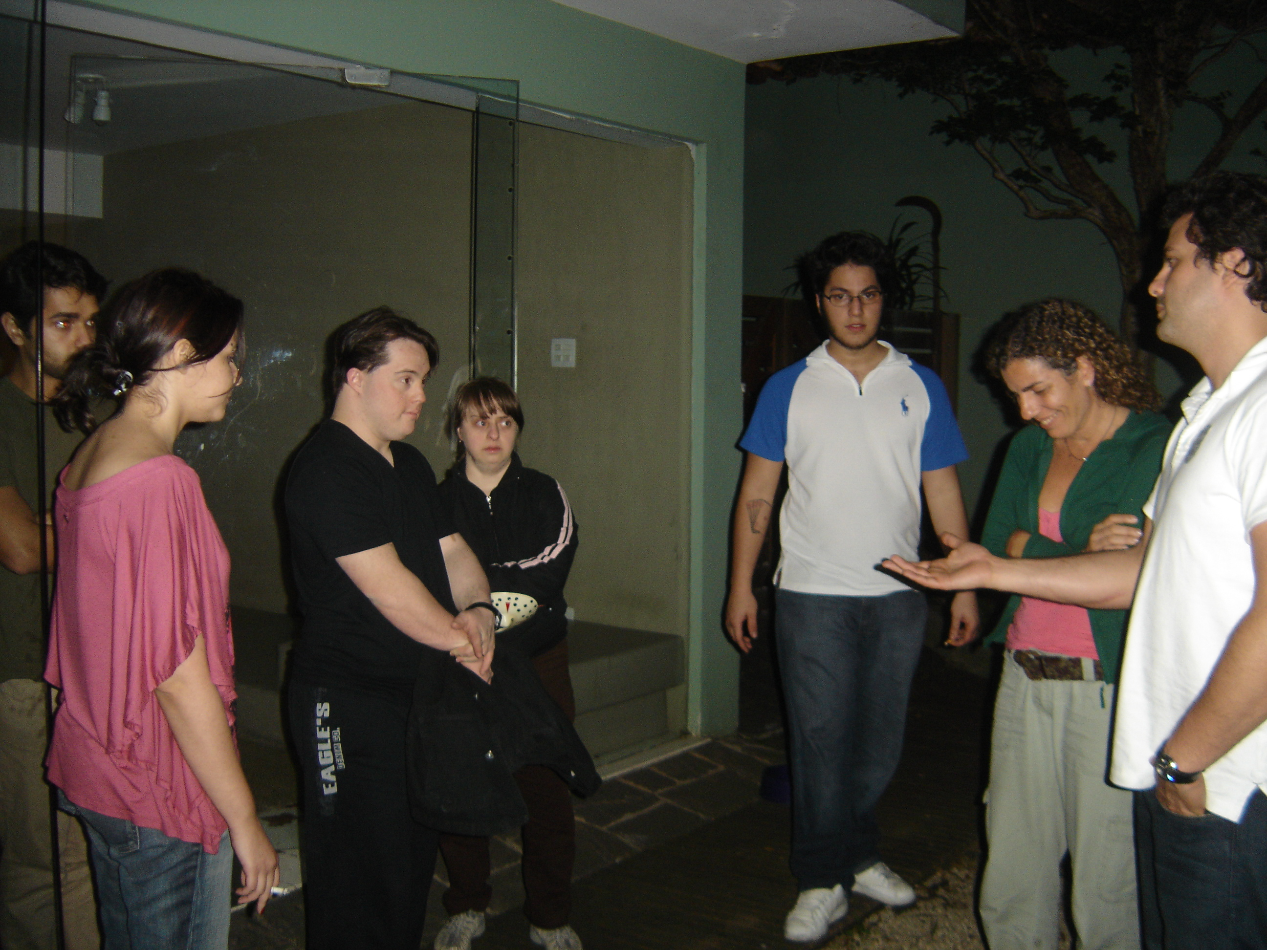 Galvão conversa com o grupo após laboratório