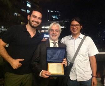 Andrés Posada, Profesor emérito, Universidad EAFIT, 2014. Con Juan David Osorio y Juan David Manco
