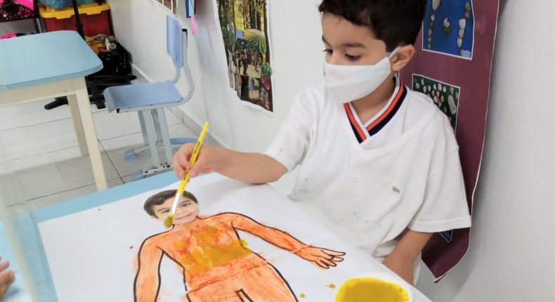Alunos do Infantil IV participam de atividade sobre as pinturas Kayapós