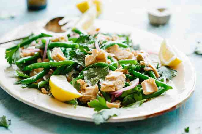 ITALIAN TUNA + GREEN BEAN SALAD | This recipe is so simple it's barely even a recipe! Low carb, high protein, light, refreshing delicious green bean and Italian tuna salad! #Italian #tuna #easy #greenbean #salad #recipe | ColeyCooks.com